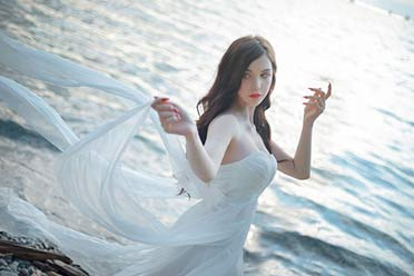 德妹COS《巫师》时空之女希里:肤白貌美的女术士!