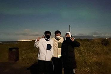 DK队员毫无压力 冰岛看极光!网友问FPX和LNG游到哪了
