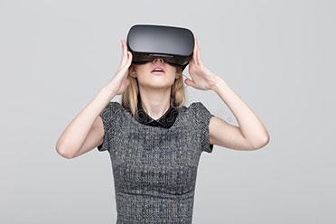 胸太大的烦恼!女玩家抱怨《生化危机4》VR总是撞到胸